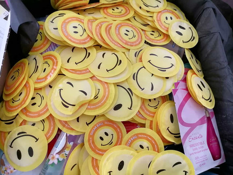 Alleine in einer Zelle? Jedes Lächeln zählt.