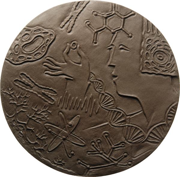 "Tilo Kügler, Medaille ""Woman with scientific pictograms"", 2017, Steingut, Ø 90 mm, Avers"