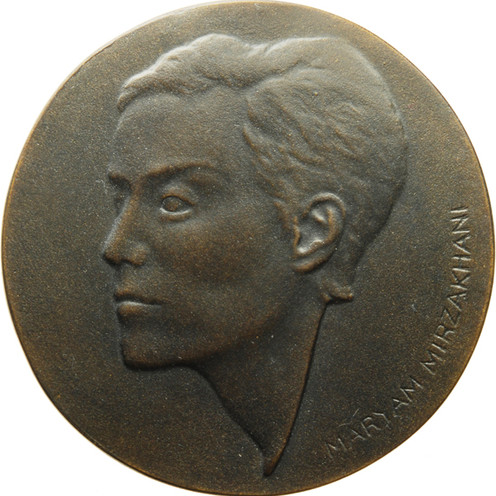 "Marianne Dietz, Medaille ""Maryam Mirzakhani"", 2017, Thermisches Polymer, Ø 68 mm, Avers"