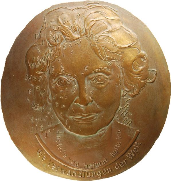 "Agatha Kill, Medaille ""Nelly Sachs"" (einseitig), 2016/2017, Bronze, 150 x 143 mm"