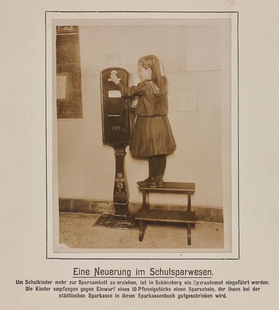 Sparautomat für Schulkinder, Berlin, um 1910 © Deutsches Historisches Museum