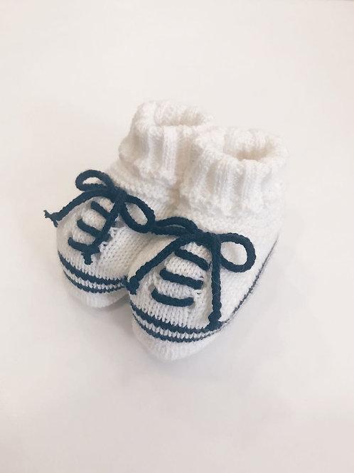Tênis de tricot branco e marinho