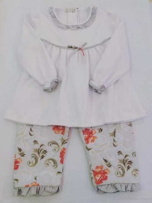 Conjunto bata e calça floral cinza.