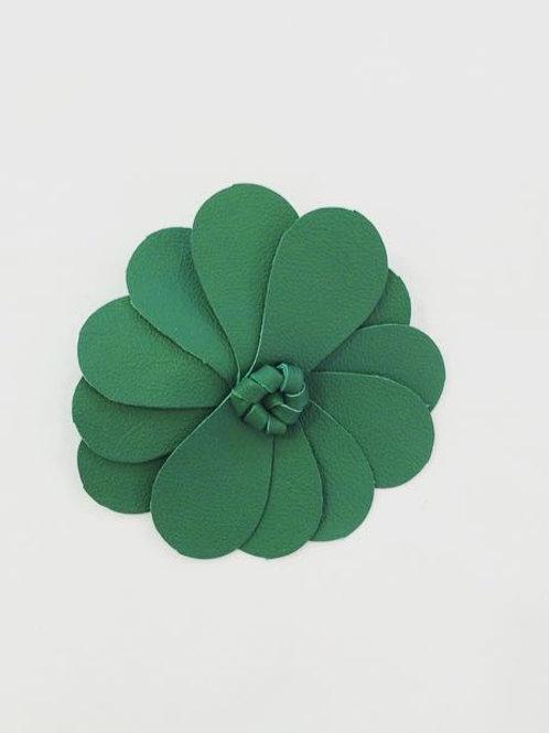 Presilha Flor em couro verde