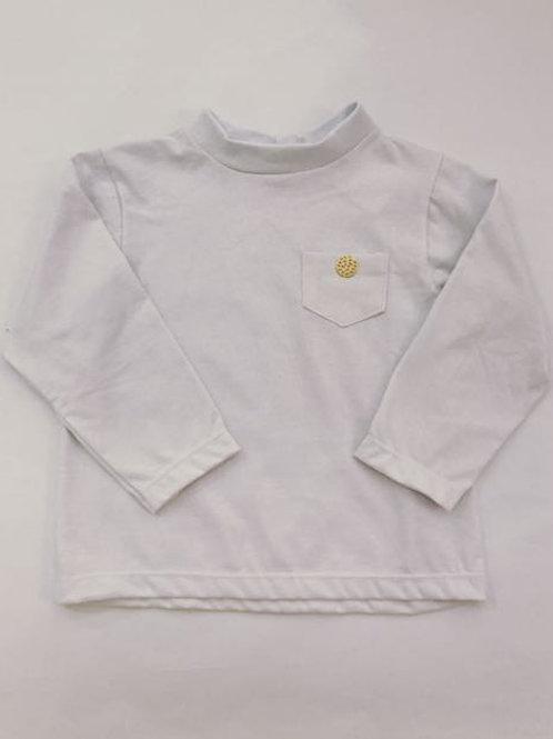 Camiseta manga longa branca com botão dourado
