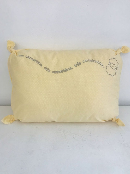 Travesseiro amarelo poá branco