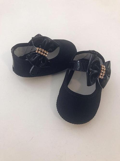 Sapato preto com laço verniz e strass