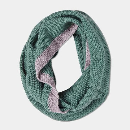 Soft Moss Stitch Knitted Snood - Green - Quintessential Cambridge