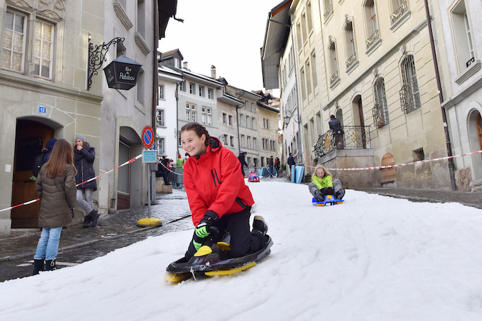 Enfant piste de luge Fribourg.jpg