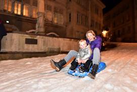Maman et enfant piste de luge Fribourg.j