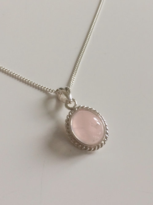 925 Sterling Silver Rope Edge 14 x 11mm Rose Quartz Pendant Necklace