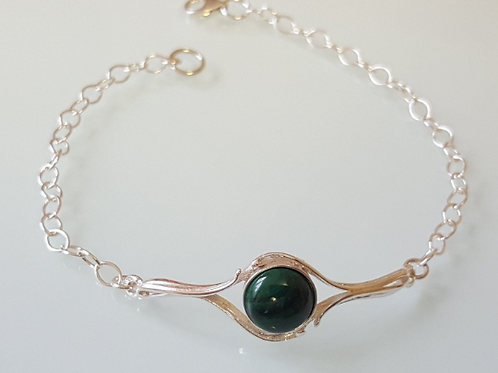 925 Sterling Silver adjustable bracelet set with a 10mm Malachite