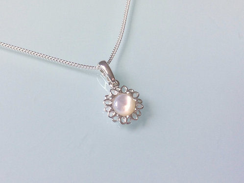 925 Sterling Silver and Mother of Pearl Cabochon Dainty Daisy Necklace