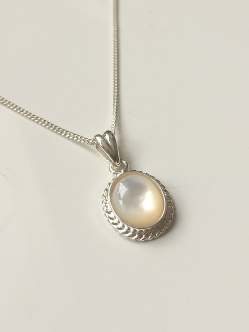 925 Sterling Silver Rope Edge 14 x 11mm Mother of Pearl Pendant Nec