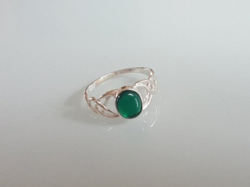 925 Sterling Silver Ladies Celtic Ring set with a Green Agate sizes J - R