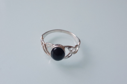925 Sterling Silver Ladies Celtic Ring set with a Black Onyx Stone - sizes J - R