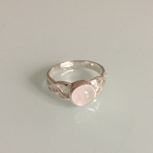 925 Sterling Silver Ladies Celtic Ring set with a 6mm Rose Quartz sizes