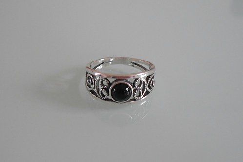925 Sterling Silver Ladies Scroll Ring set with a Black Onyx Cabochon J - R