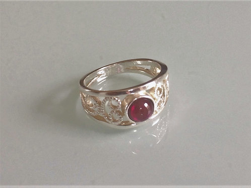925 Sterling Silver Ladies Scroll Ring set with a Garnet Cabochon J