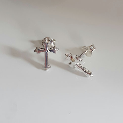 925 Sterling Silver Fancy Edge Cross Stud Earrings
