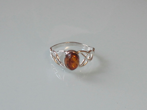 925 Sterling Silver Ladies Celtic Ring set with an Amber Stone - sizes J - R