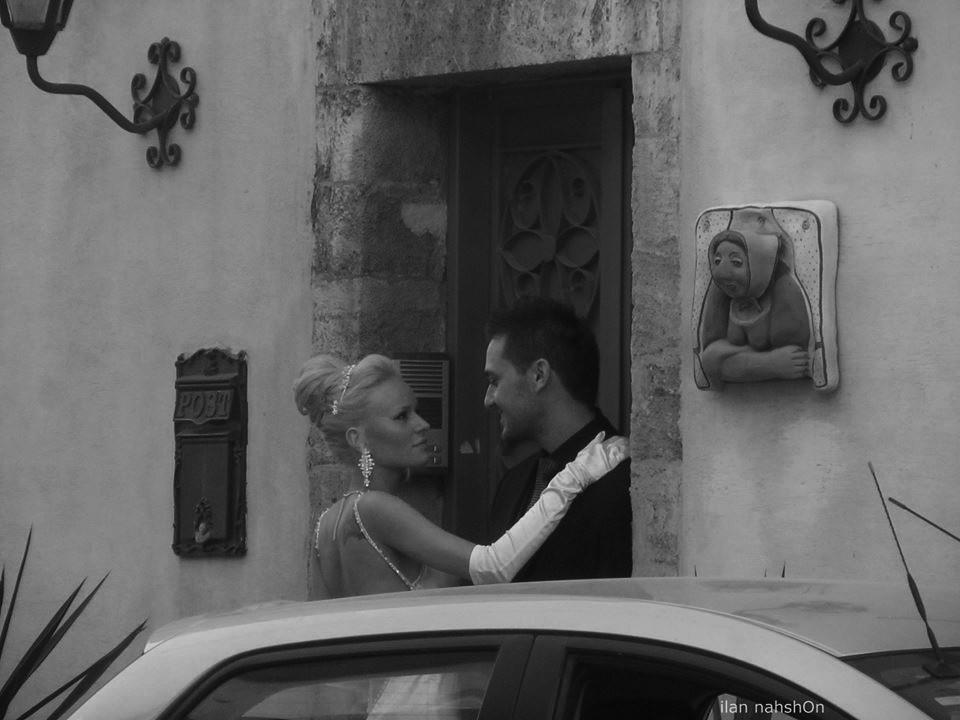 חתונה וצופה זקנה