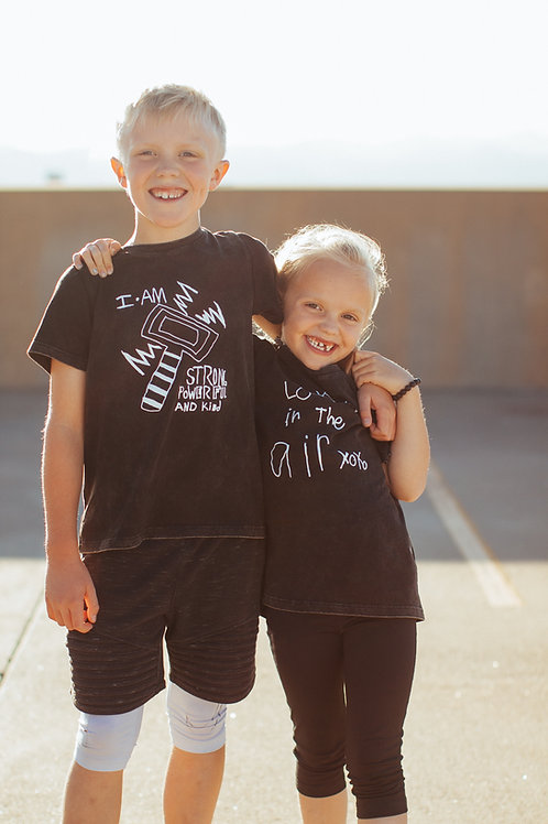 KIDS T-SHIRT~ love is in the air / i am strong powerful and kind