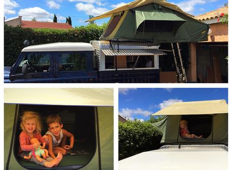 Installing our rooftop tent - Installation de la tente de toit