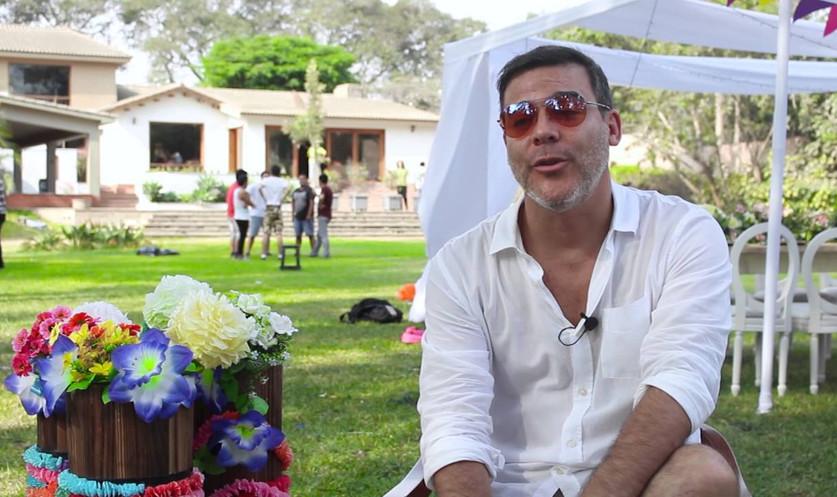 El Director: Adolfo Aguilar