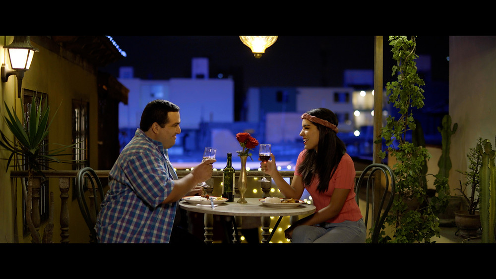 Micky Vargas y Daniela Feijoo, la tierna pareja protagónica envuelta en una historia de amor muy particular.