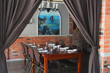 dining_wood_table.jpg
