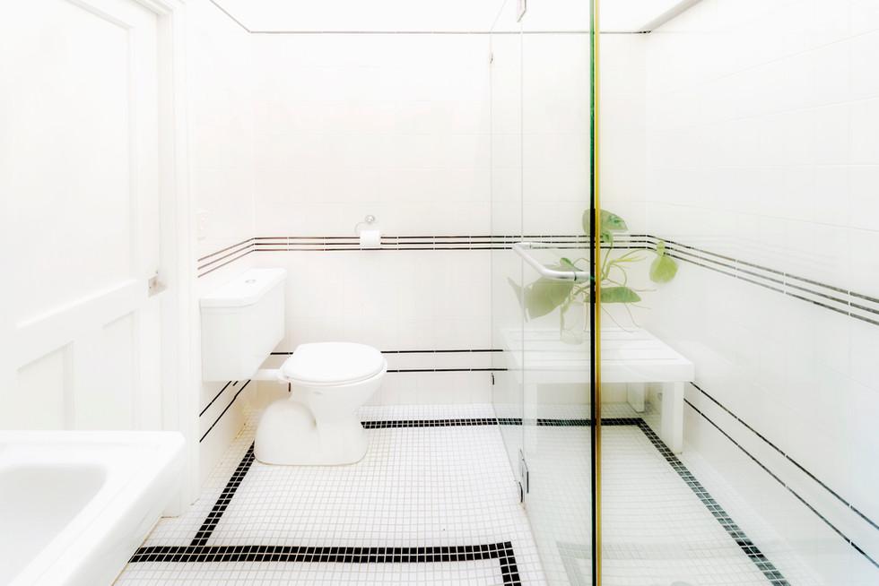 Eastern Superior Suite 1 Bathroom