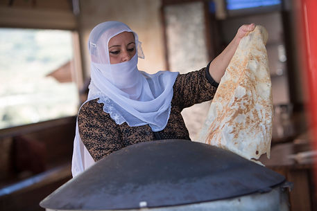 DRUZE WOMAN BAKING PITTA