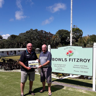 Keith Slight from Bowls NZ awarding Board Member Wayne Manning our Gold Status Certificate