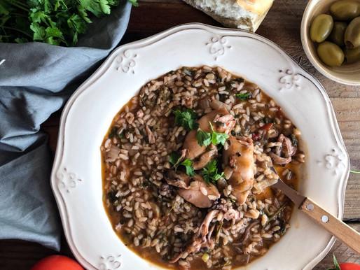 Καλαμαράκι κοκκινιστό με ρύζι