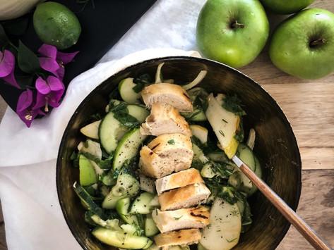 Detox πράσινη σαλάτα με κοτόπουλο