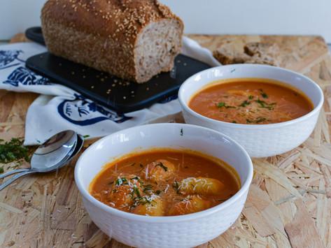 Creamy σούπα ντομάτας με νιόκι πέστο