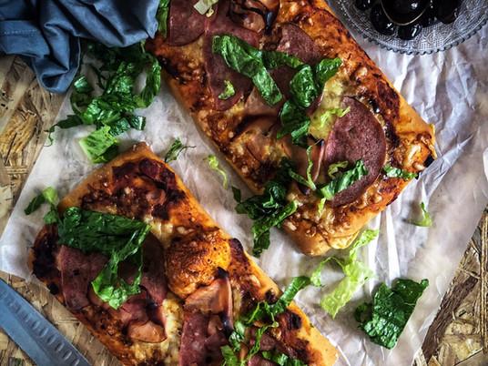 Γρήγορη pizza με σπιτική σάλτσα ντομάτας