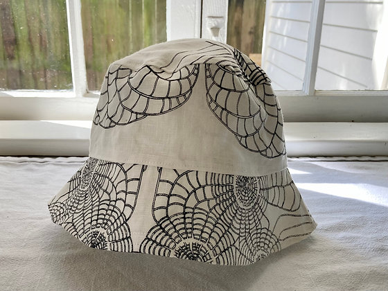 SCALLOP BUCKET HAT