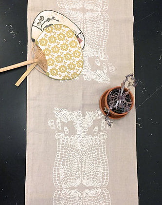 FLORAL LACE RUNNER