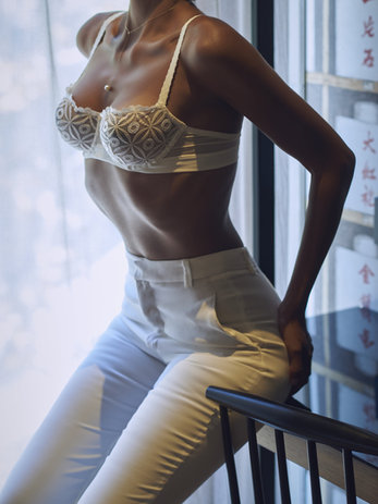 lily vivier sexy escort model - exclusive companion