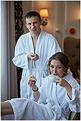 свадебная фотосессия в номере гостиницы.