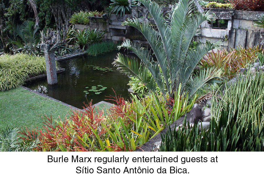 Burle Marx regularly entertained guests at Sítio Santo Antônio da Bica.