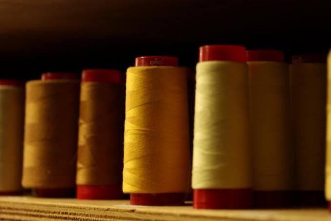 Stock de fils camaïeu  jaune