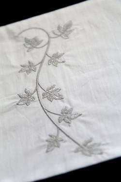 Broderie motif vigne archive Bignon Dervaux