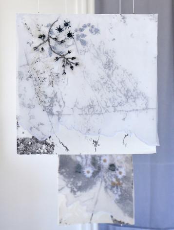 Marie Françoise Pinguet présente  des toiles-collages et des oeuvres aériennes en papier