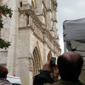 Buscando la foto en Notre Dame