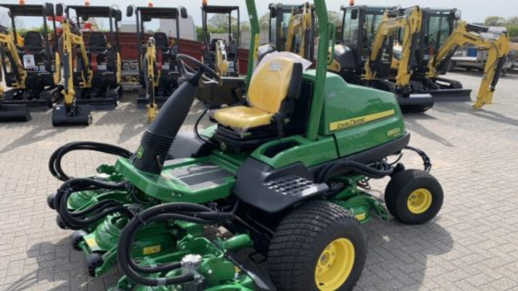 JOHN DEERE 8800 SEMI ROUGH MOWER