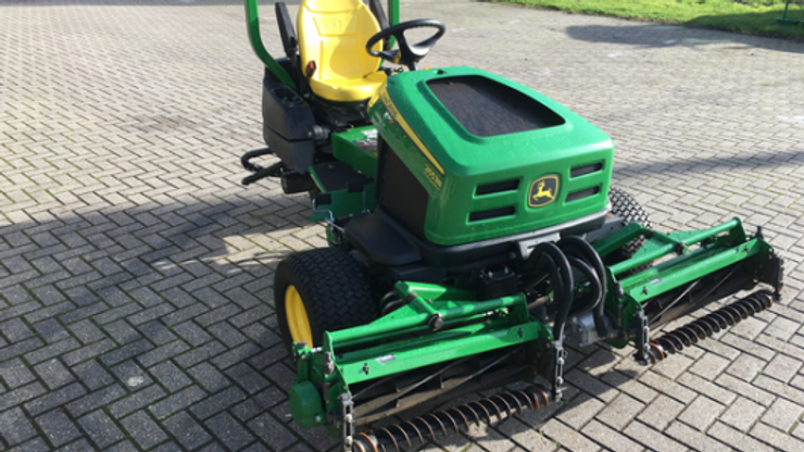JOHN DEERE 2653B TRIPLE MOWER