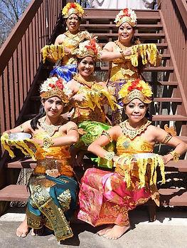 Balinese Pendet Dancers